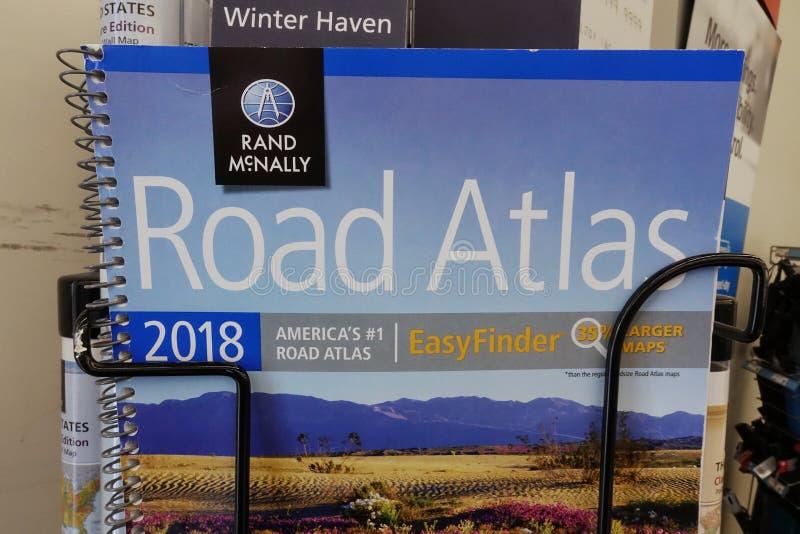 Rand McNally Road Atlas på Staples arkivbild