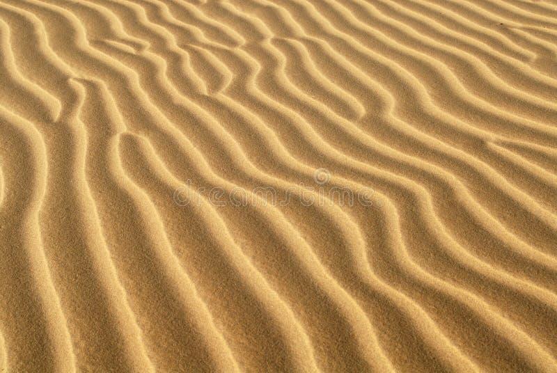 Randen van zand die in zandduin worden gevormd royalty-vrije stock afbeelding