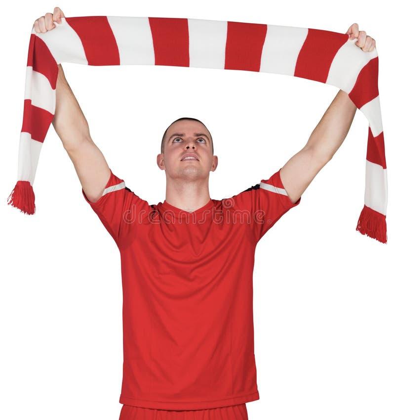 Randig halsduk för fotbollsspelareinnehav royaltyfri bild
