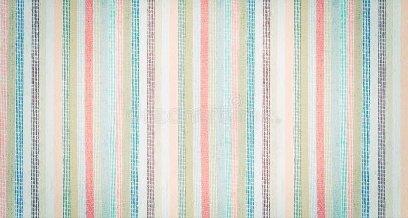 Randigt färgrikt tyg texturerad tappningbakgrund royaltyfri bild