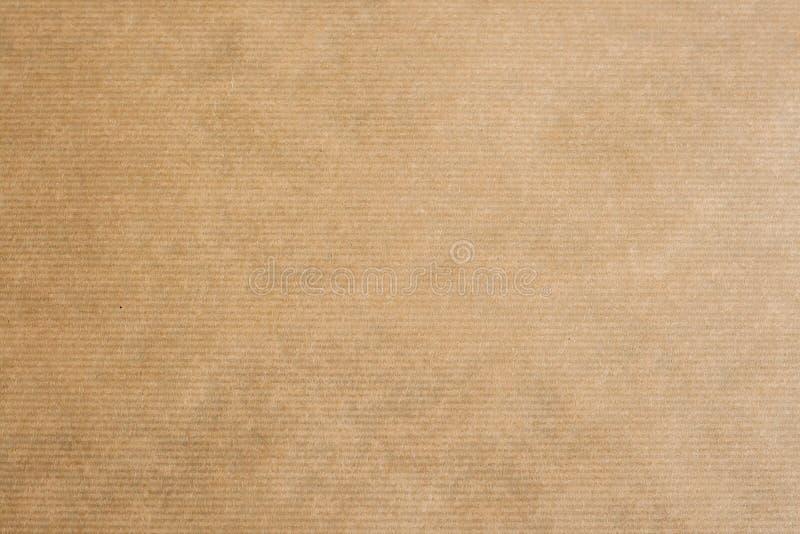 randigt kraft för brunt papper royaltyfri bild