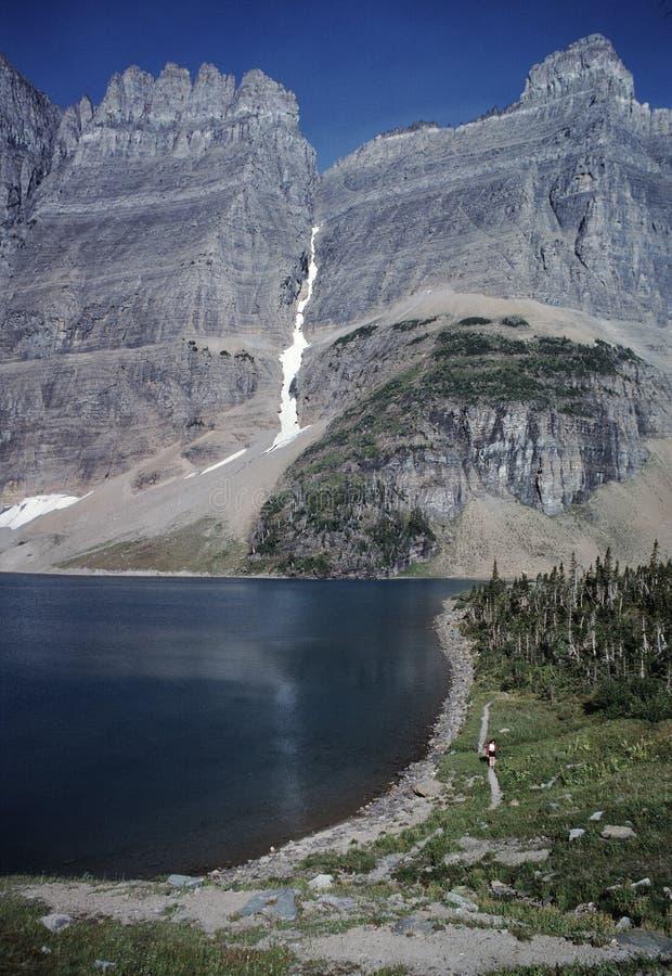 Randonneur au lac iceberg image libre de droits
