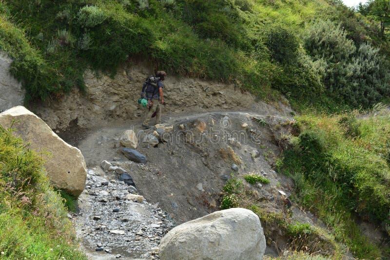 Download Randonneur Dans Une Traînée En Parc National De Torres Del Paine, Chili Photographie éditorial - Image du traînée, chile: 87701492