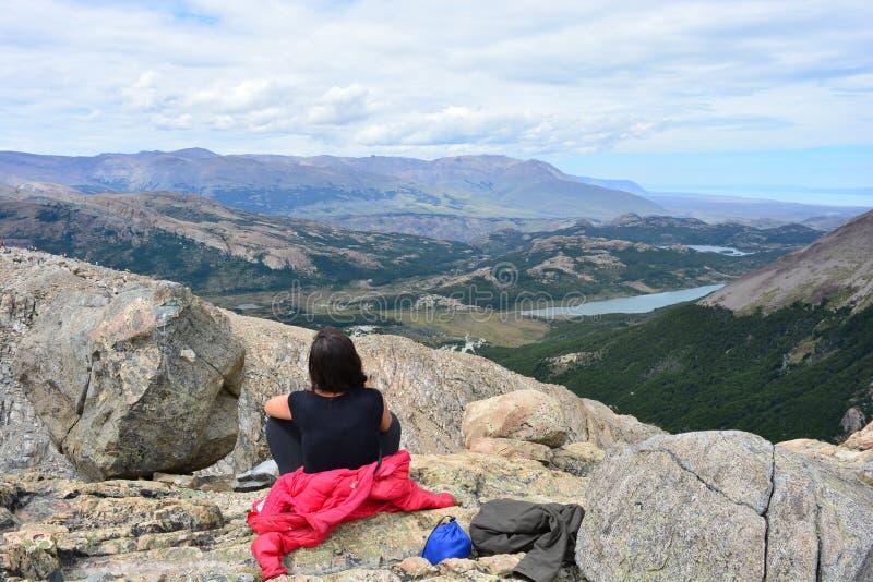 Download Randonneur De Femme à L'intérieur Du Parc National De Glaciares, EL Chaltén, Argentine Photographie éditorial - Image du glacier, liberté: 87704462