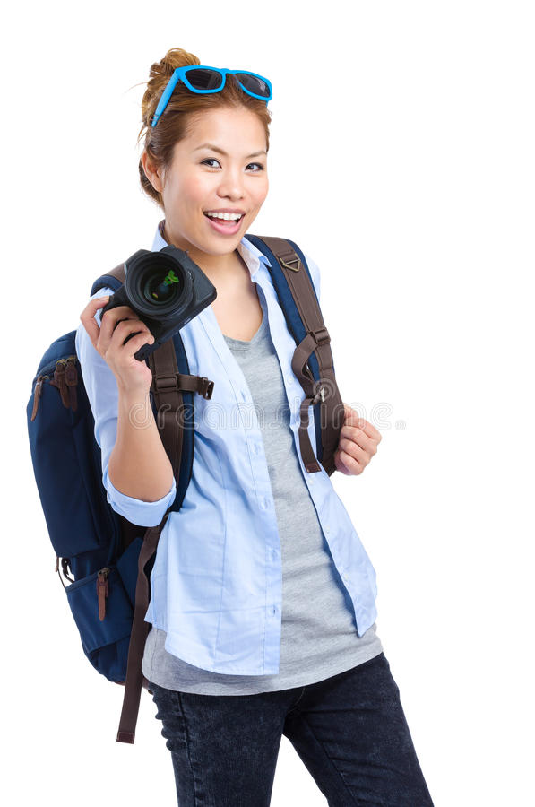 Randonneur de jeune femme tenant l'appareil-photo image stock