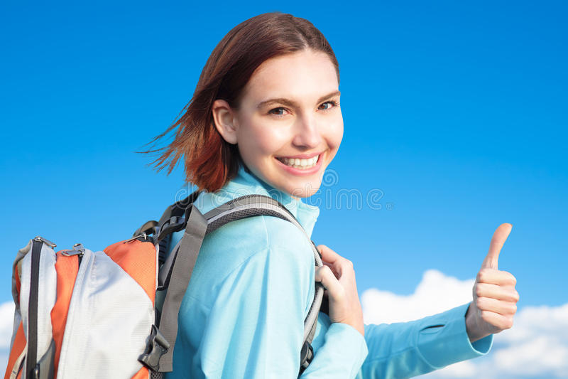 Randonneur heureux de montagne de femme photographie stock libre de droits