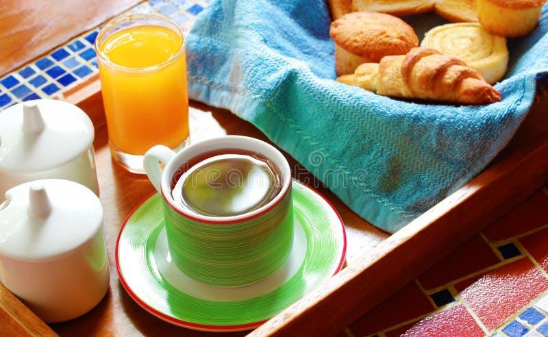 Ranek śniadanie lub śniadanio-lunch z chlebem & kawą zdjęcie stock
