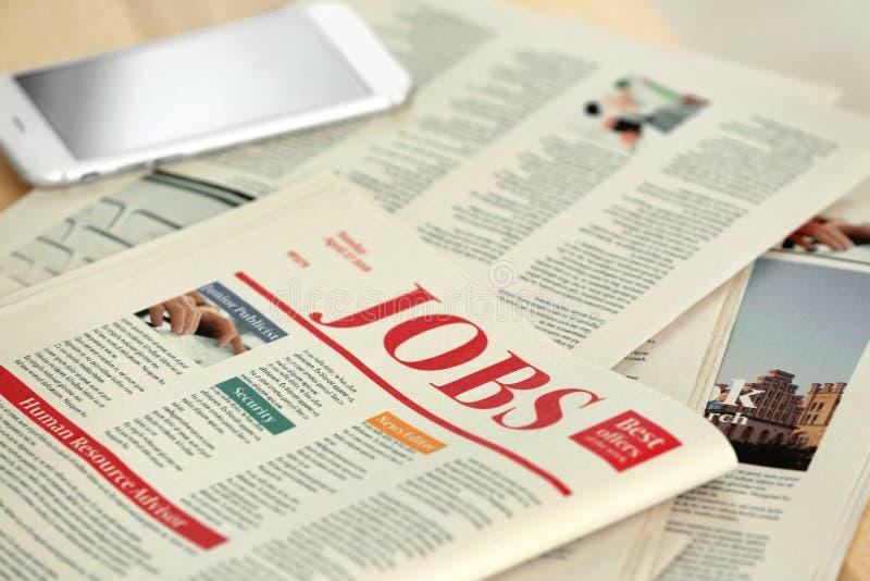 Ranek gazety na stole, zbliżenie obraz stock