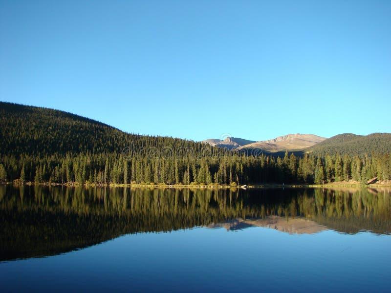 ranek wczesna echowa jeziorna zaciszność fotografia royalty free