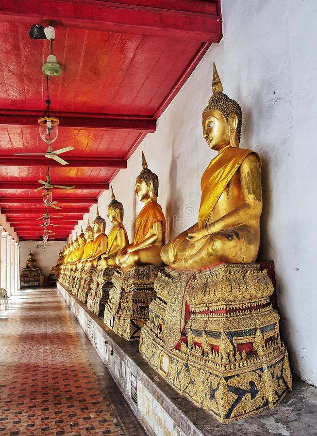 Rangée de Bouddha image libre de droits