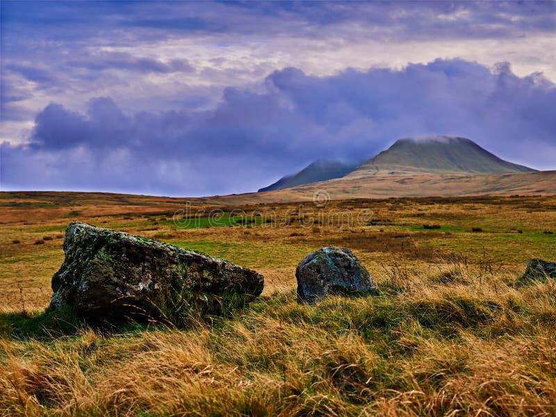 Rangée de pierre d'âge du bronze chez Nant Tarw Pays de Galles photographie stock