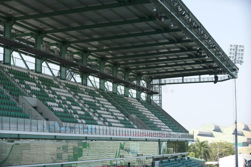 Rangée de stade de football de sièges image stock