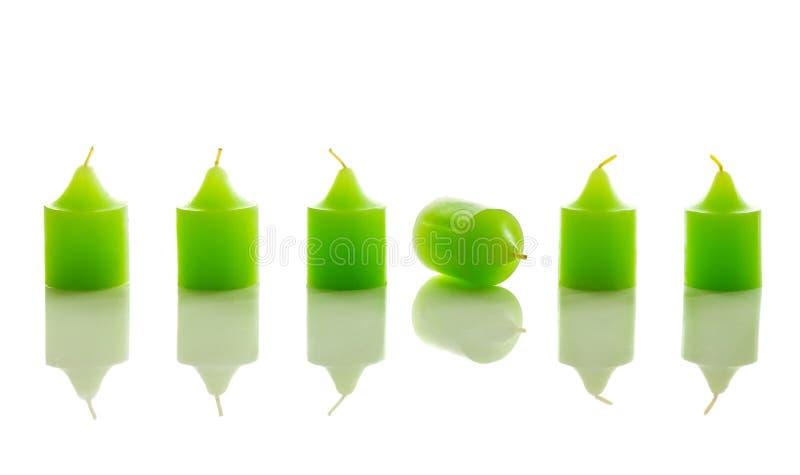 Rangée des bougies vertes, avec on fixant image libre de droits