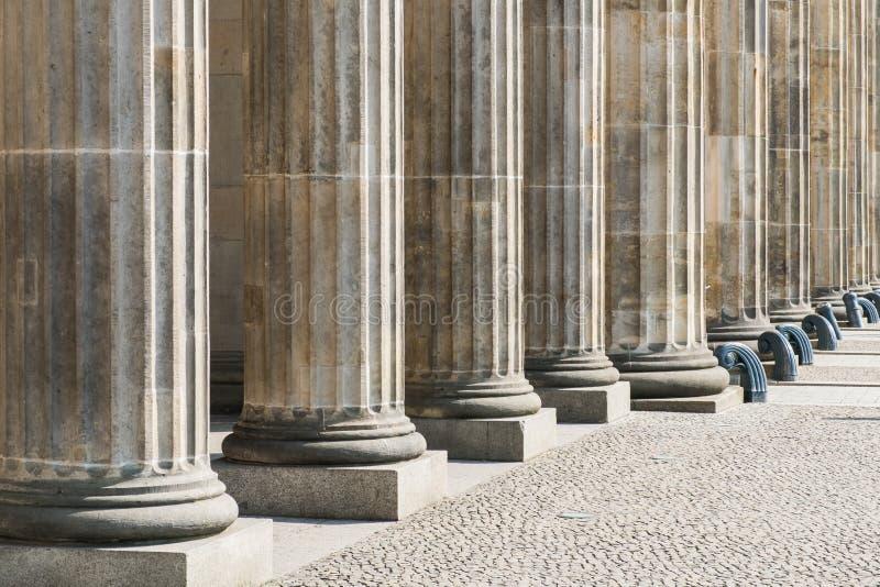 Rangée des colonnes - base des piliers, architecture historique - soutien-gorge photo libre de droits