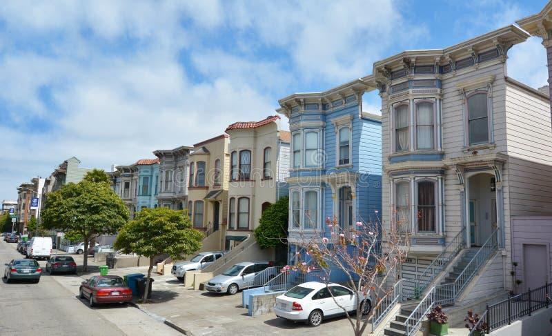 Rangée des maisons victoriennes d'Italianate à San Francisco, la Californie image stock