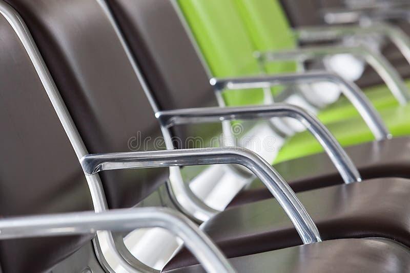Rangée des sièges dans l'aéroport photo libre de droits