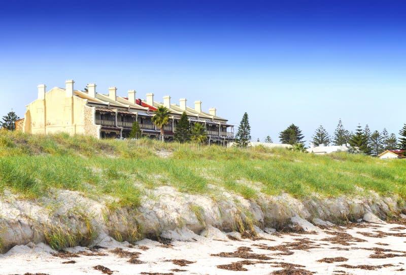Rangée des terrasses à trois niveaux victoriennes de bluestone et de grès, photos stock