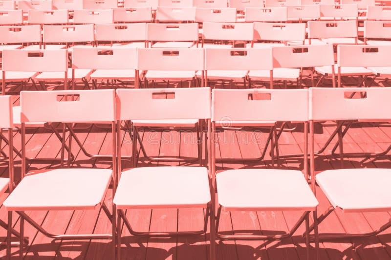 Rangées des chaises en plastique photos libres de droits