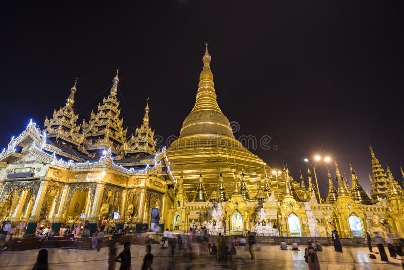 RANGÚN, MYANMAR, el 25 de diciembre de 2017: Pagoda de Shwedagon en Rangún en la noche imágenes de archivo libres de regalías