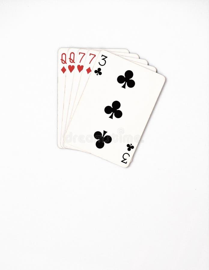 Rang de main de poker, ensemble de symbole jouant des cartes dans le casino : deux paires, reine, sept sur le fond blanc, abrégé  photographie stock