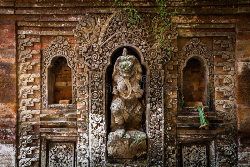 Rangda a estátua da rainha do demônio no palácio de Ubud, Bali imagem de stock