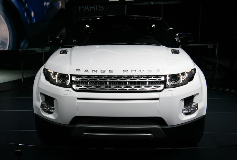 range rover evoque au salon de l 39 automobile de paris photo ditorial image du v hicule moteur. Black Bedroom Furniture Sets. Home Design Ideas