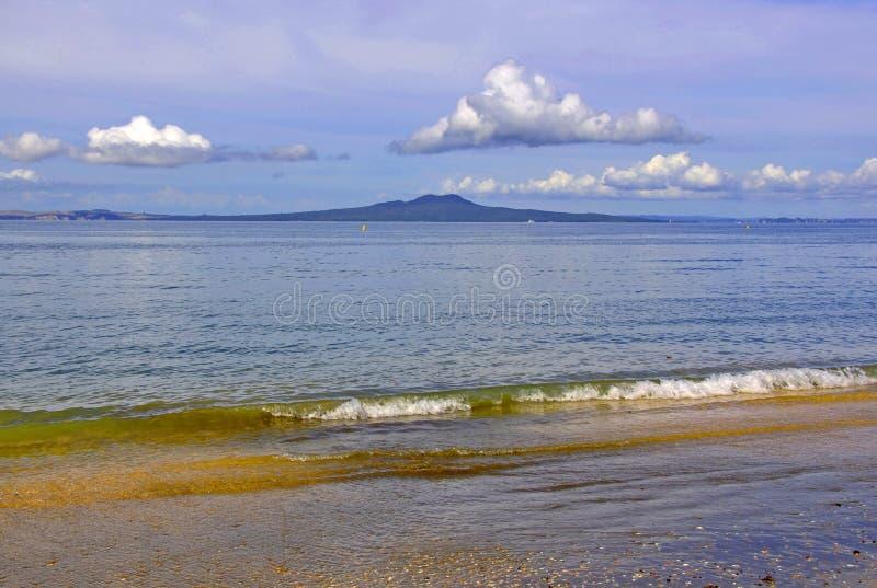 RANGITOTO, golfo de Hauraki, ilha norte, Nova Zelândia imagem de stock royalty free