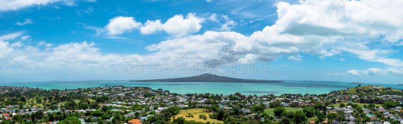 Rangitoto wyspy panoramiczny widok od góry Wiktoria, Auckland, Nowa Zelandia zdjęcia stock