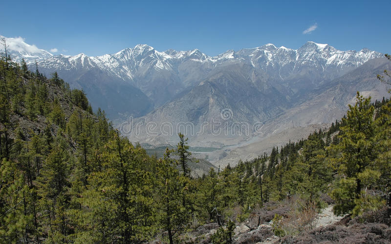 Rango de montaña de Himalaya. imagenes de archivo