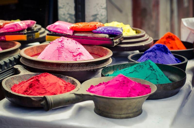 Rangoli färg shoppar holien Indien arkivbild