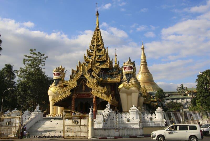 RANGOON, MYANMAR - 16 DICEMBRE 2016: Portone del sud dell'entrata della S fotografia stock libera da diritti