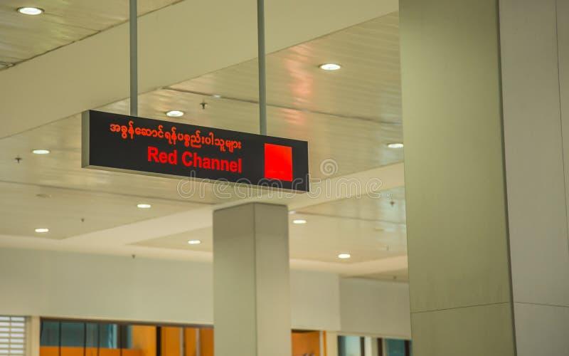 Rangun, Myanmar - 23. Juni 2015: Internationaler Flughafen-Rot Ranguns lizenzfreies stockfoto
