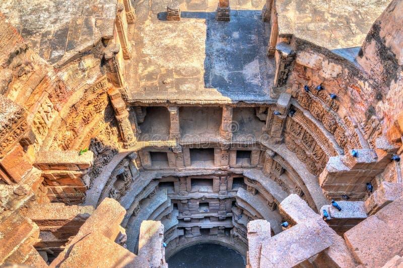 Ranien ki vav, ingewikkeld geconstrueerd stepwell in Patan - Gujarat, India stock afbeeldingen