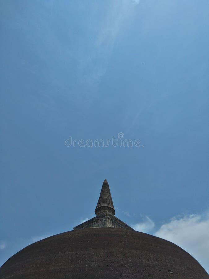 Rankoth Vehera ist ein stupa, das in der alten Stadt von Polonnaruwa in Sri Lanka gelegen ist lizenzfreie stockfotografie