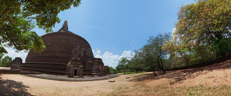Rankoth Vehera Stupa, Polonnaruwa, Sri Lanka imagens de stock