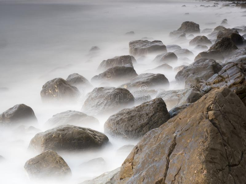 Ranku światło przy stoney wybrzeżem zdjęcie royalty free