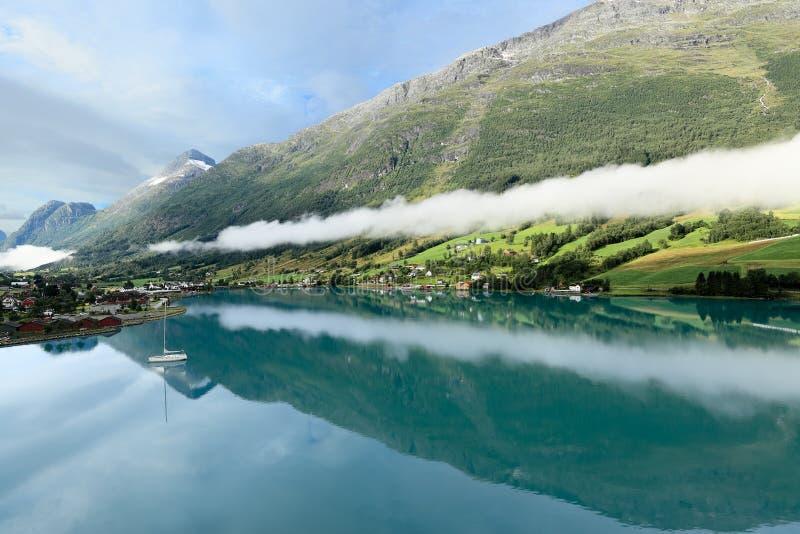 Ranku krajobraz, Olden (Norwegia) zdjęcia stock