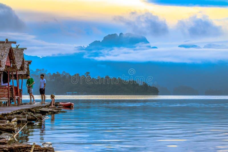 Ranku niebo w bocznej lagunie fotografia stock