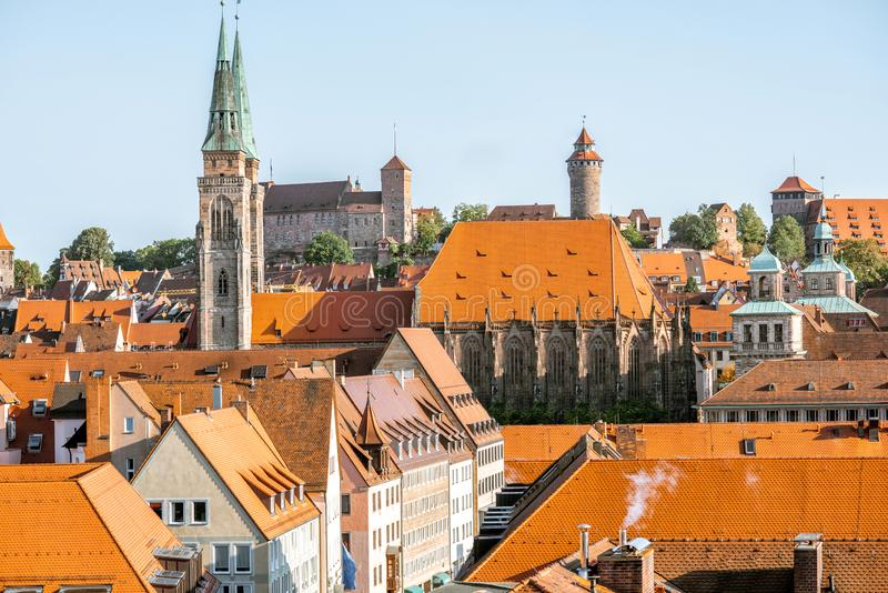 Ranku pejzażu miejskiego widok na Nurnberg mieście, Niemcy obrazy stock
