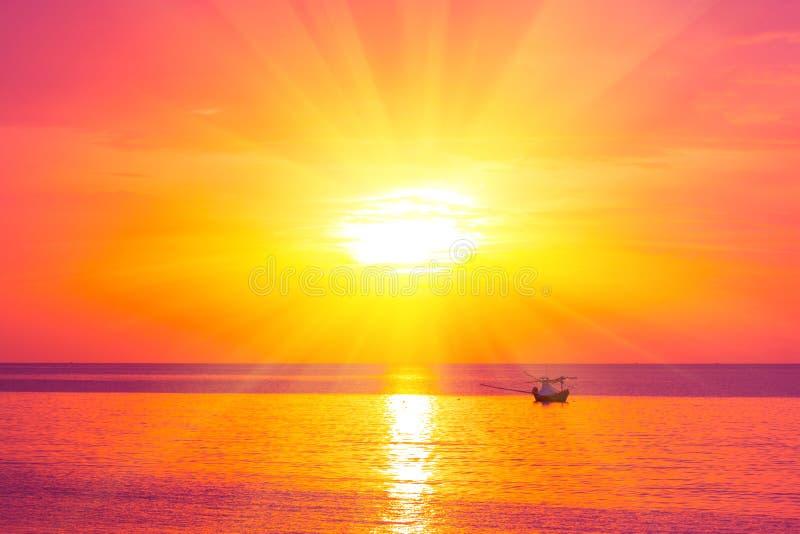 Ranku słońca światło - pomarańczowa gorąca strefa fotografia royalty free