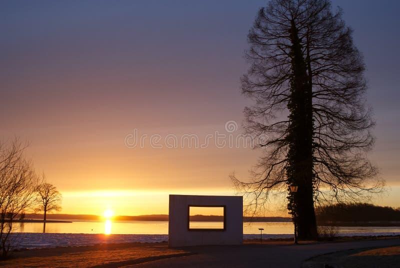 ranku słońce nad jeziorem obrazy royalty free