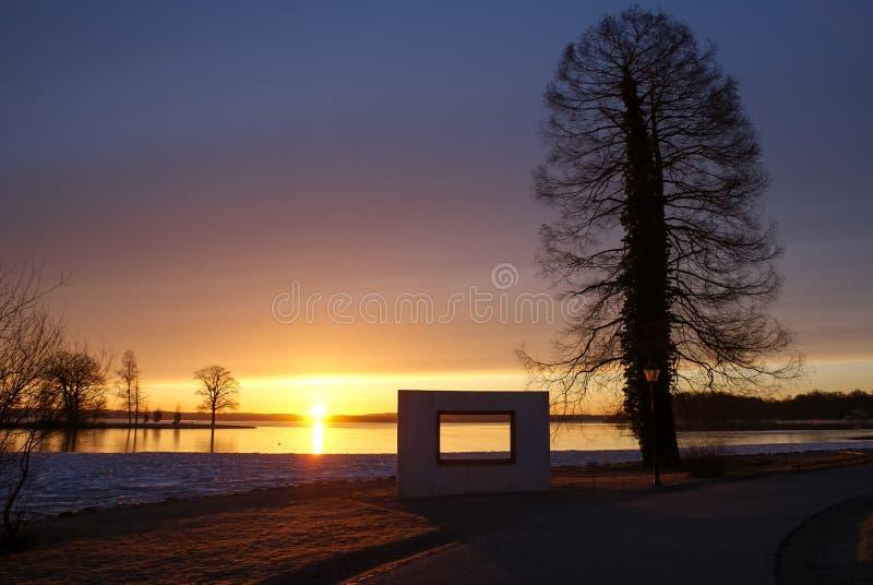 ranku słońce nad jeziorem zdjęcia stock