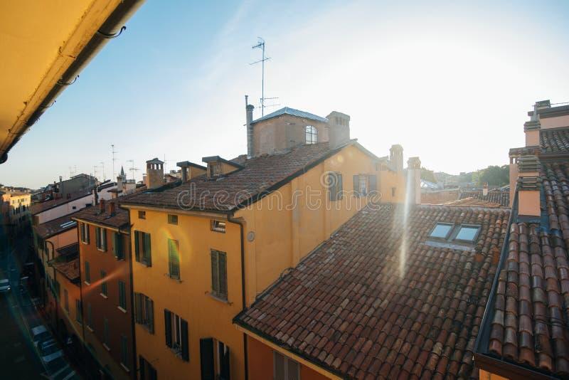 Ranku widok Bologna miasta Włochy domy na świetle słonecznym fotografia royalty free