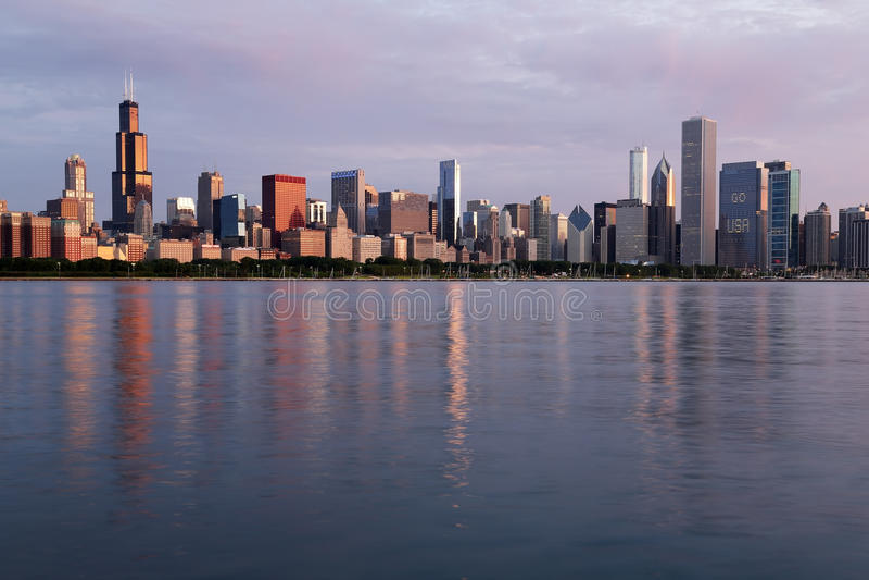 Ranku widok Chicagowska linia horyzontu, Illinois obrazy stock