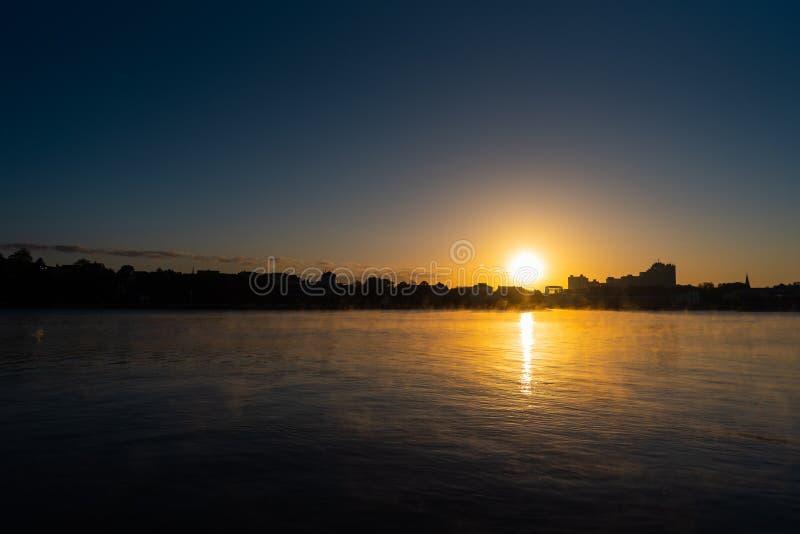 Ranku wschód słońca w północnym Niemcy w wsi zdjęcie royalty free