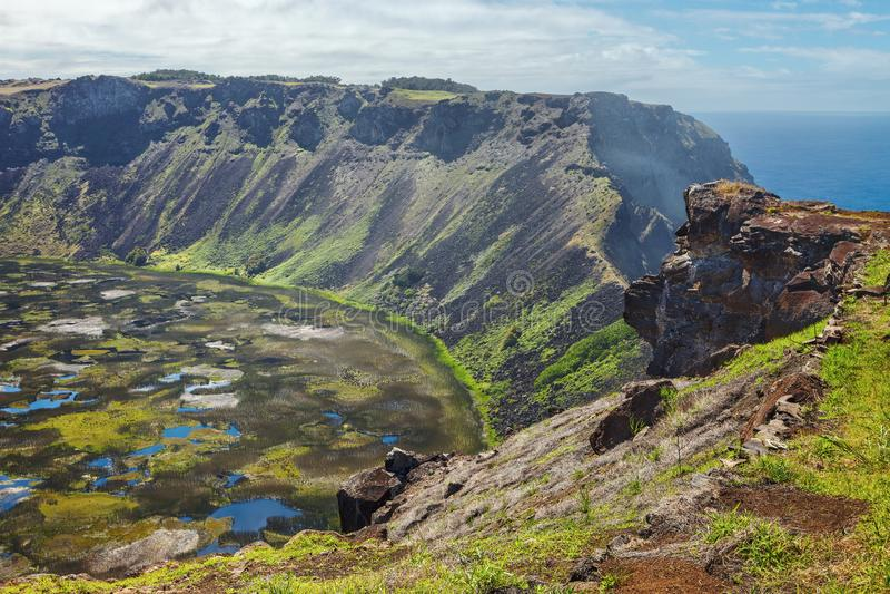 Rano Kau火山的火山口,复活节岛 免版税库存照片