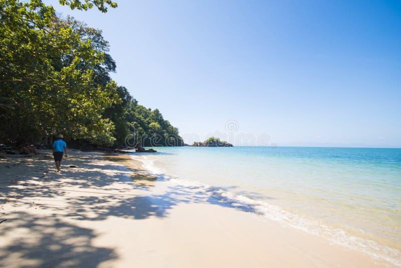 RANONG, TAILANDIA - 12 GENNAIO 2015: bei spiaggia e peacef fotografia stock