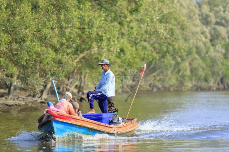 RANONG TAILANDIA - 18 MARZO: industria della pesca tailandese del sud nel prov del ranong immagine stock