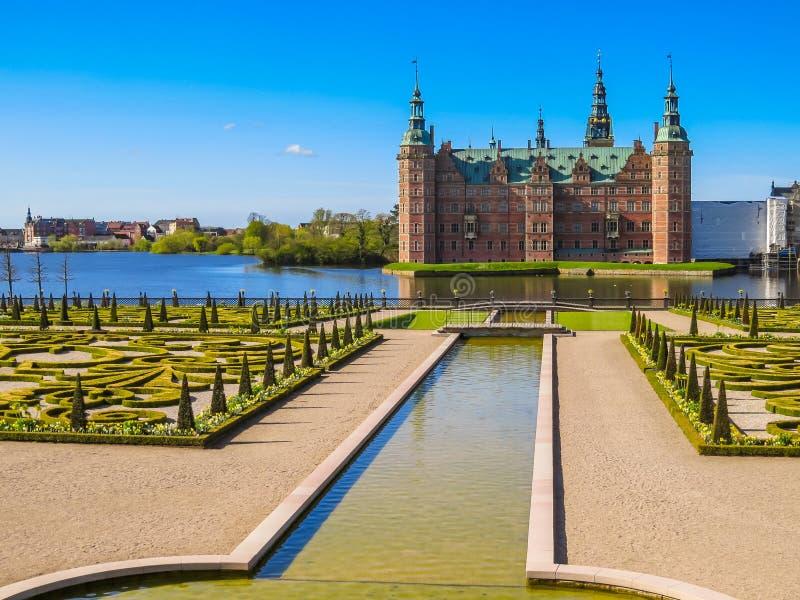 Ranura de Frederiksborg del parque y del palacio, Hilleroed, Dinamarca fotografía de archivo
