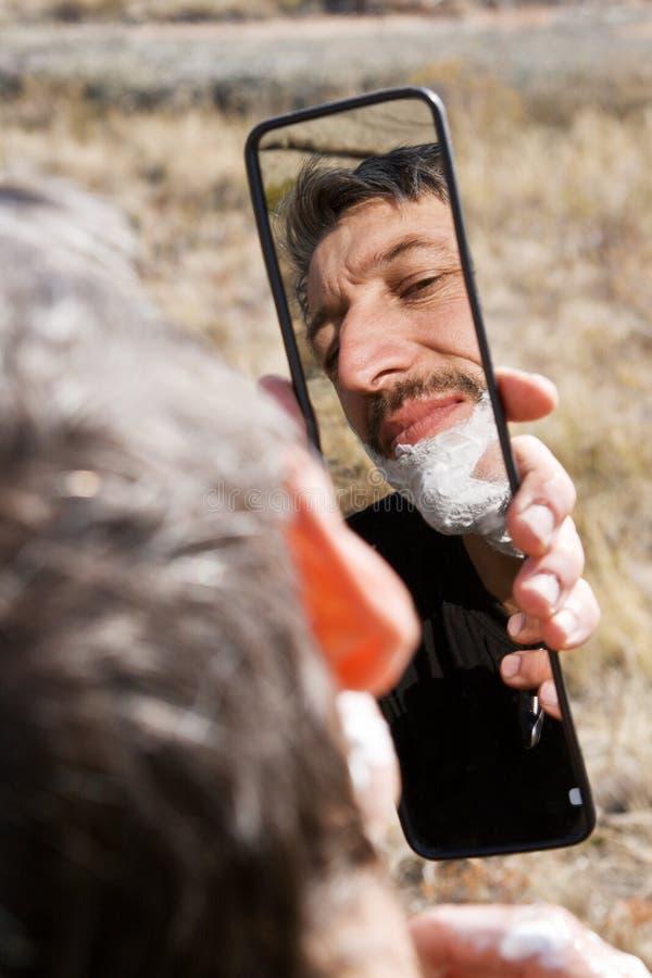 Rapagem do homem do retrato ao ar livre fotografia de stock